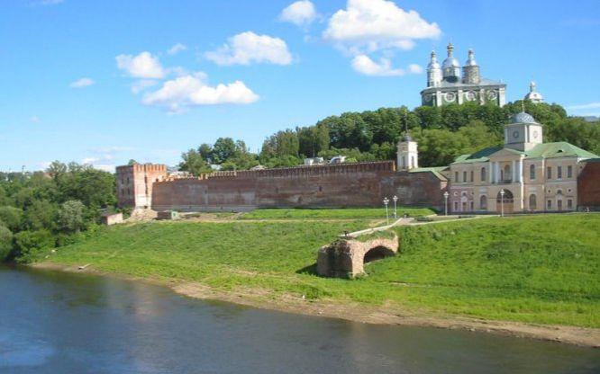 Смоленский соборный холм над великой славянской ре