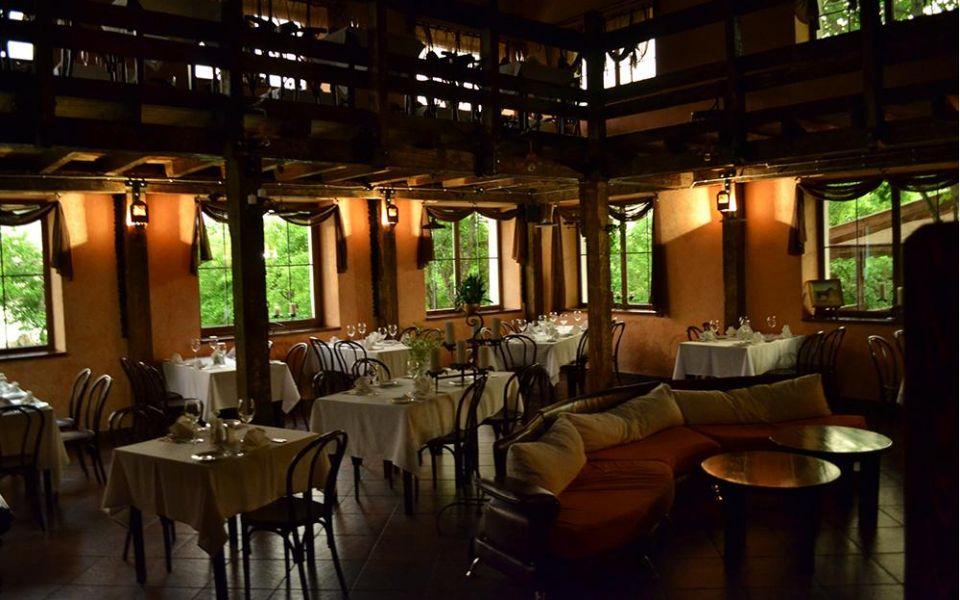 Ресторан в клубе-отеле «Высокое»