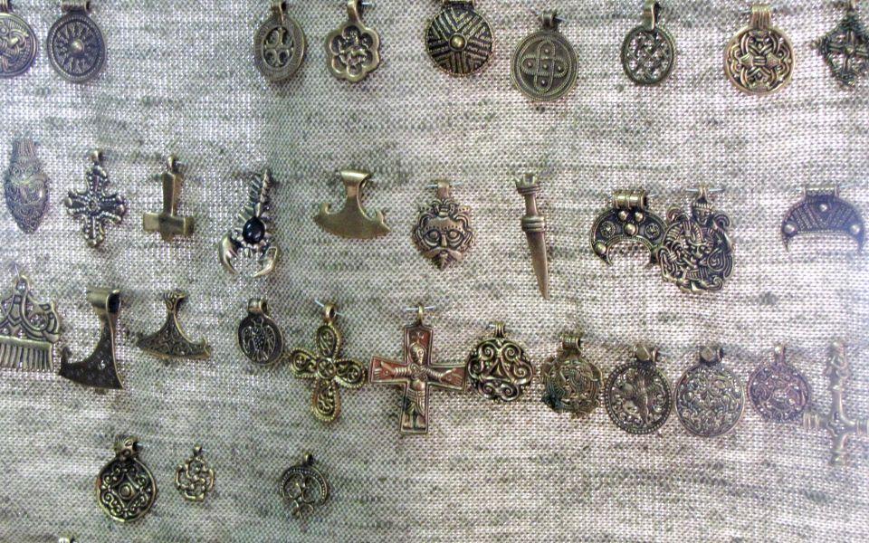 Амулеты и подвески, созанные по подобию Гнездовски