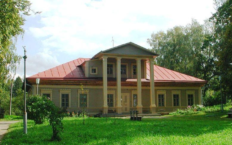 Здание школы во Флёново