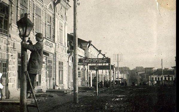 Установка первых электрических фонарей в России