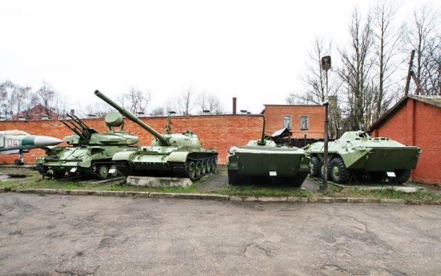 Выставка боевой техники под открытым небом