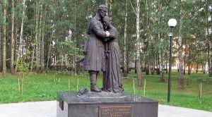 Памятник с ангелом Сафоново Цоколь из габбро-диабаза Менделеевская