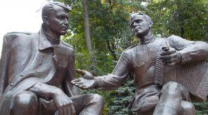 Памятник Твардовскому и Василию Тёркину