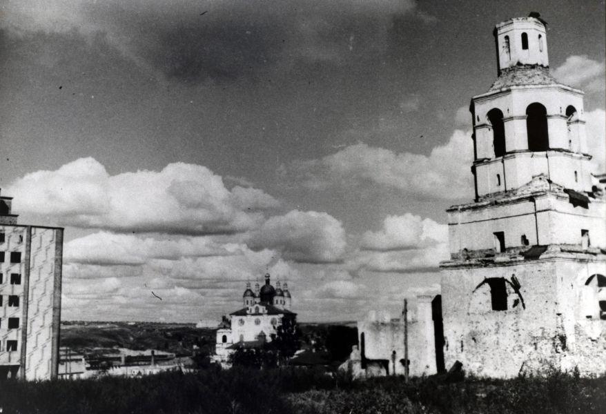 Вид на колокольню Вознесенского монастыря