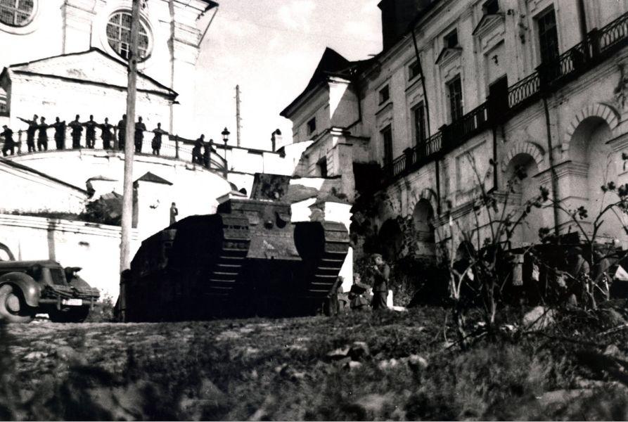 Гитлеровские солдаты у Успенского собора