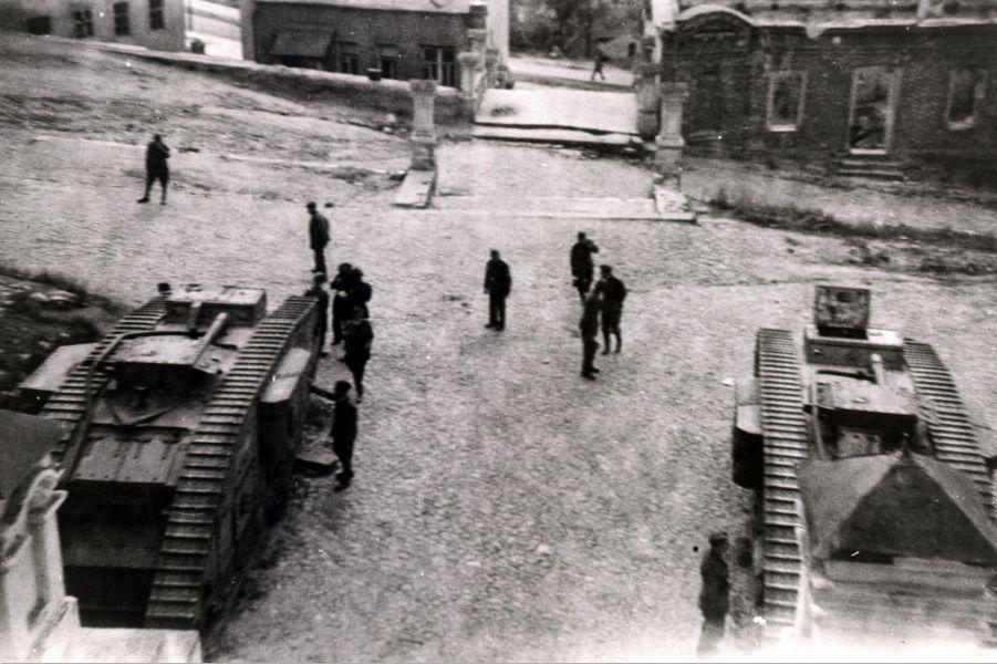 Немецкие солдаты у Успенского собора
