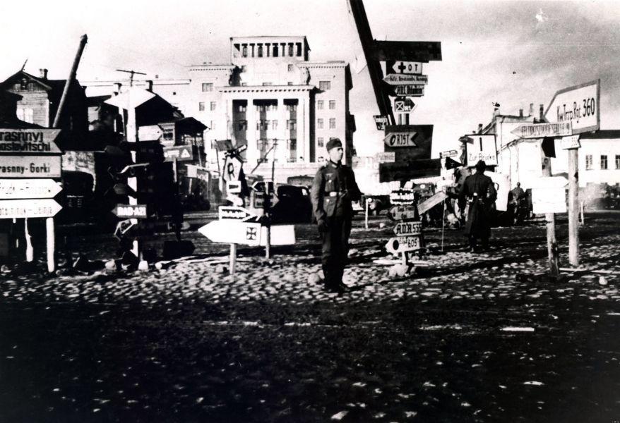 Немецкие указатели на пл.Победы