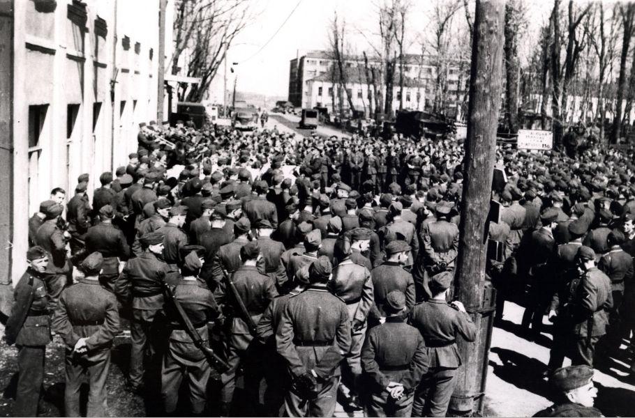 Концерт для немецких солдат у Блонье