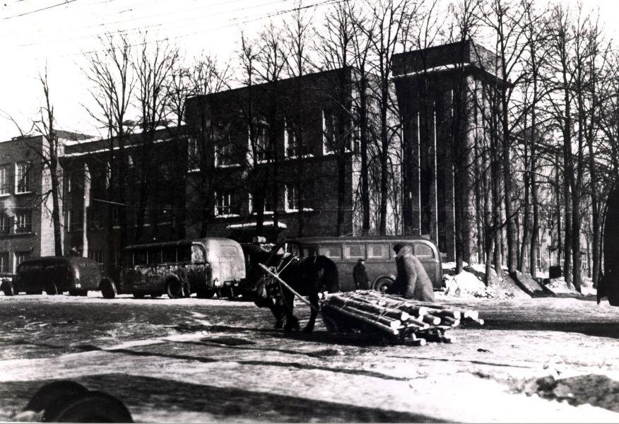 Здание школы милиции (ныне районный Заднепровский